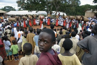 March Against Hunger organized by the World Food Programme and partners. Participants join Buhiga School pupils in a 6 km-march. After the march, pupils witness a drama performance. ONUB Photo/Mario Rizzolio. 21 May 2006, Karuzi province, Burundi.