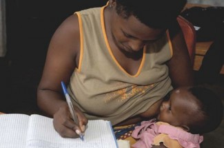 Mother registers baby - UNICEF