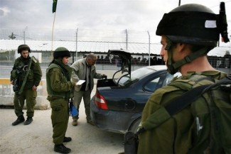 Israel soldiers checkpoint - IRIN