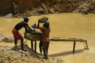 Gold miners Ghana - IRIN