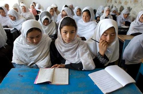 Afghanistan girls at school - HRW