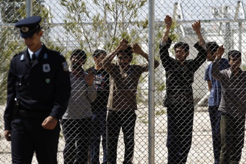 2012_greece_migrantdetention-500x333